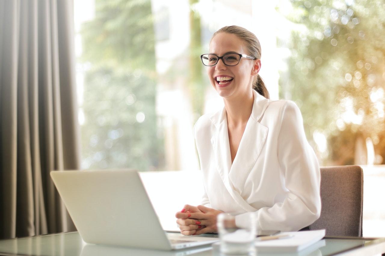 Veja como tornar o seu negócio reconhecido na internet (Foto de Andrea Piacquadio no Pexels)